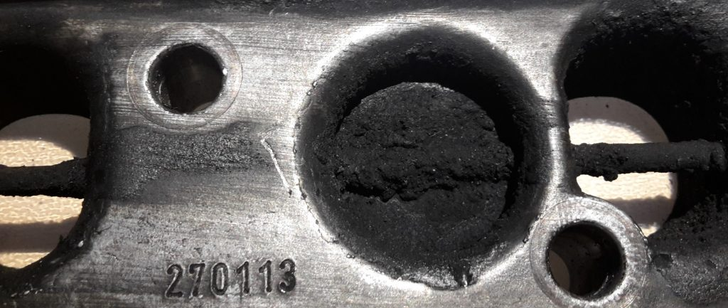 carbon build-up in the intake manifold and swirl flaps, swirl flap shaft also covered with soot