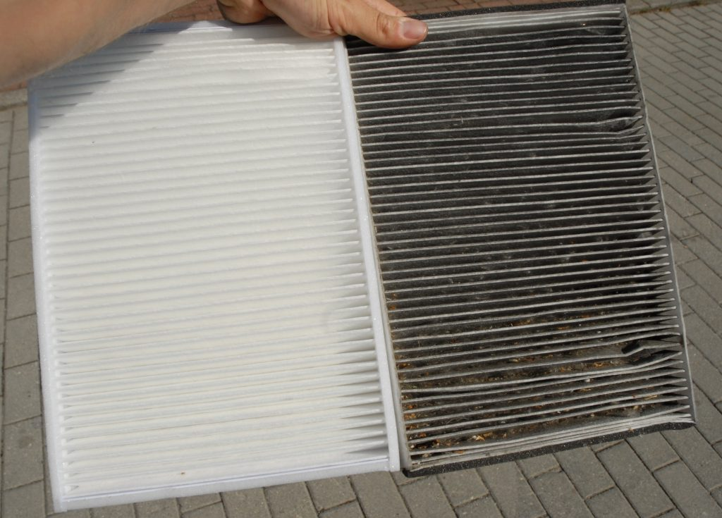 brand new cabin filter on the left, very dirty cabin filter on the right - leafes and pollen visible