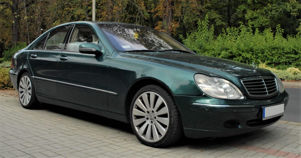 Used, green Mercedes-Benz S-Class car, W220 model before the facelift