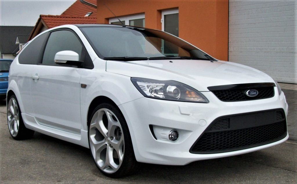 Used, white Ford Focus ST (mk2 model) on OEM alloy wheels